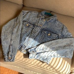 Acid wash cropped jean jacket